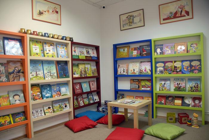 Könyvesbolt Marosvásárhelyen – gyerekeknek is