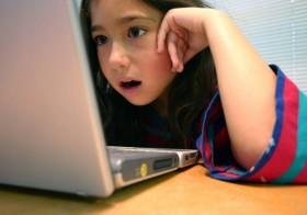 NMHH: a nők ártalmasabbak tartják a félelemkeltő képsorokat a gyermekekre